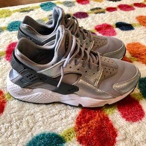 Nike Air Womens Huaraches Silver/Gray